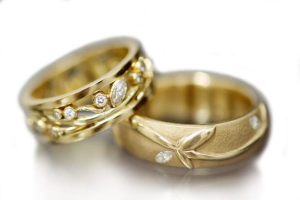 Ivy Love | 18K gold rings | Wedding bands